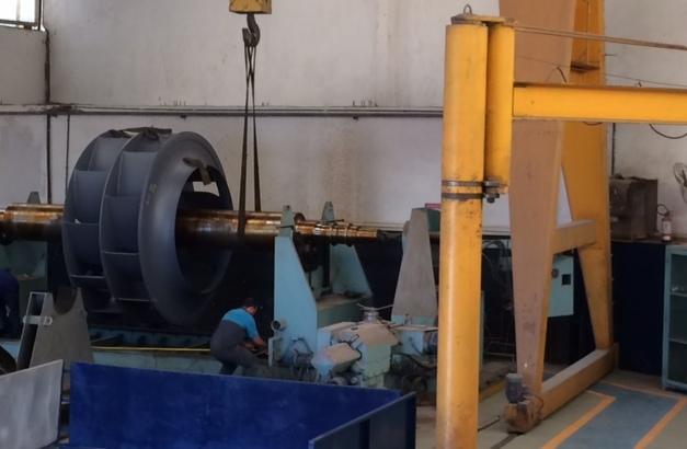rotor sendo instalado em máquina
