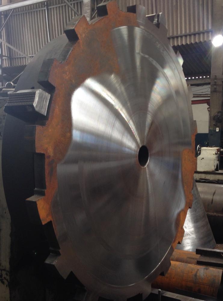 disco em processo de usinagem