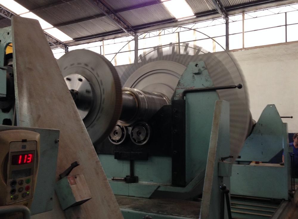 turbina em processo de balanceamento